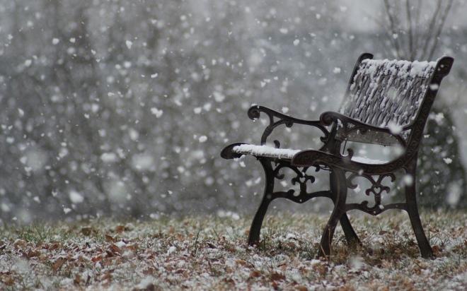 snowfall-park-bench